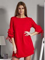 Sukienka trapezowa z falbankami na rękawach czerwona                                  zdj.                                  1