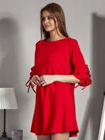 Sukienka trapezowa z falbankami na rękawach czerwona                                  zdj.                                  3