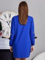 Sukienka z tasiemkami przy mankietach kobaltowa                                  zdj.                                  2