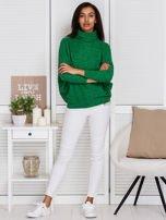Sweter zielony z miękkim kołnierzem                                  zdj.                                  4