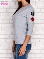 Szara bluza z naszywkami na rękawie                                                                          zdj.                                                                         3