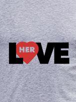 Szara bluzka męska z napisem LOVE HER dla par                                  zdj.                                  2