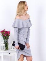 Szara marszczona sukienka z dekoltem carmen                                  zdj.                                  3