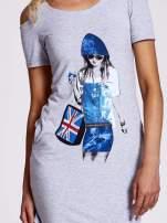 Szara sukienka dresowa cut out shoulder z nadrukiem dziewczyny                                  zdj.                                  5