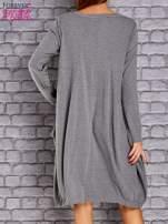 Szara sukienka oversize ze ściągaczem na dole                                  zdj.                                  4