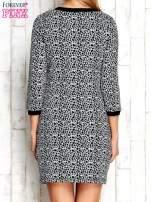 Szara sukienka z abstrakcyjnym nadrukiem                                  zdj.                                  4