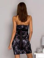Szara sukienka z koronką i wiązaniem                                  zdj.                                  2