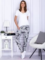 Szare spodnie dresowe we wzór moro                                   zdj.                                  4