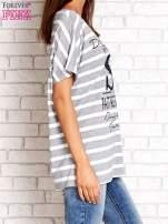 Szaro-biały t-shirt w paski z napisem DAYDREAM NATION                                                                          zdj.                                                                         3