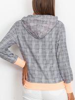 Szaro-brzoskwiniowa lekka bluza w kratkę z kapturem i troczkami                                  zdj.                                  2
