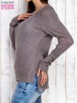 Szary dzianinowy sweter o szerokim splocie                                  zdj.                                  3
