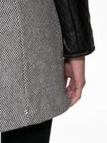 Szary melanżowy płaszcz  ze skórzanymi pikowanymi rękawami                                  zdj.                                  9