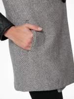 Szary melanżowy płaszcz  ze skórzanymi pikowanymi rękawami                                  zdj.                                  10