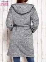 Szary melanżowy sweter z kapturem                                  zdj.                                  4