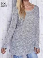Szary melanżowy sweter z łezką na plecach