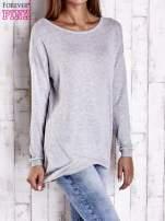 Szary nietoperzowy sweter oversize z dłuższym tyłem