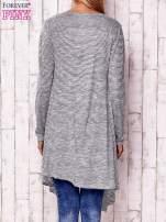 Szary otwarty sweter w drobne paski                                  zdj.                                  4