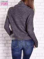 Szary sweter oversize z luźnym golfem                                  zdj.                                  6