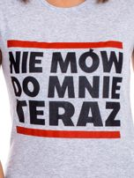 Szary t-shirt NIE MÓW DO MNIE TERAZ                                  zdj.                                  6