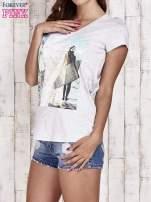 Szary t-shirt damski z napisem CALIFORNICATION                                  zdj.                                  3