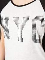Szary t-shirt z błyszczącym nadrukiem NYC                                                                          zdj.                                                                         8