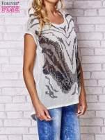 Szary t-shirt z nadrukiem motyla