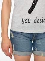 Szary t-shirt z napisem YOU DECIDE i cekinami                                  zdj.                                  6