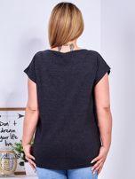 T-shirt ciemnoszary z roślinnym printem PLUS SIZE                                  zdj.                                  2