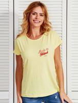 T-shirt damski patriotyczny z delikatnym nadrukiem żółty                                  zdj.                                  1