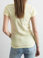 T-shirt damski z bawełny z nadrukiem żółty                                  zdj.                                  2