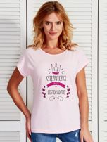 T-shirt damski z nadrukiem KSIĘŻNICZKA jasnoróżowy                                  zdj.                                  1
