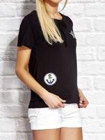 T-shirt damski z wiązaniem i naszywkami czarny                                  zdj.                                  3