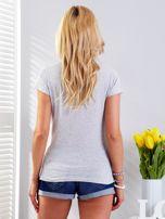 T-shirt jasnoszary z motywem samochodu                                  zdj.                                  2