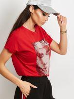 T-shirt z błyszczącym nadrukiem twarzy czerwony                                  zdj.                                  2