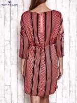 TOM TAILOR Koralowa graficzna sukienka z wiązaniem                                  zdj.                                  2
