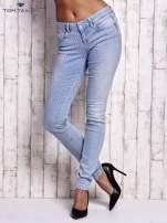 TOM TAILOR Niebieskie spodnie jeansowe z delikatnym printem                                  zdj.                                  3