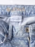TOM TAILOR Niebieskie spodnie jeansowe z delikatnym printem                                  zdj.                                  4