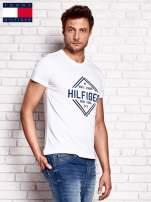 TOMMY HILFIGER Biały t-shirt męski z nadrukiem                                  zdj.                                  2