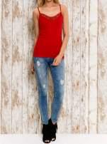 VERO MODA Czerwony top damski z koronkowym dekoltem                                  zdj.                                  5