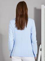 Żakiet damski z naszytymi kieszeniami niebieski                                  zdj.                                  2