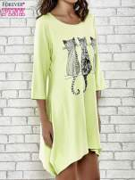 Zielona sukienka damska z nadrukiem kotów                                                                          zdj.                                                                         3