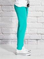 Zielone spodnie dresowe dla dziewczynki z pandą                                  zdj.                                  3