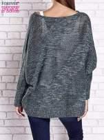 Zielony melanżowy sweter oversize o kroju nietoperz