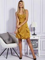 Złota sukienka z drapowaną falbaną                                  zdj.                                  4