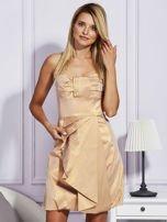Złota sukienka z ozdobnym drapowaniem                                  zdj.                                  1