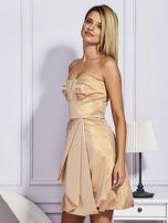 Złota sukienka z ozdobnym drapowaniem                                  zdj.                                  3