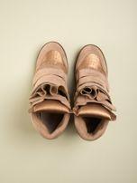Złote zamszowe sneakersy na  rzepy Axis z wstawkami                                  zdj.                                  1