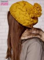 Żółta dziergana czapka z pomponem                                                                           zdj.                                                                         2