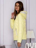 Żółta pikowana kurtka przejściowa z ozdobnymi suwakami                                  zdj.                                  5