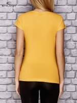 Żółty damski t-shirt sportowy z modelującymi przeszyciami                                  zdj.                                  2